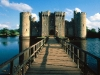 022_bodiam_castle_and_bridge_east_sussex_england