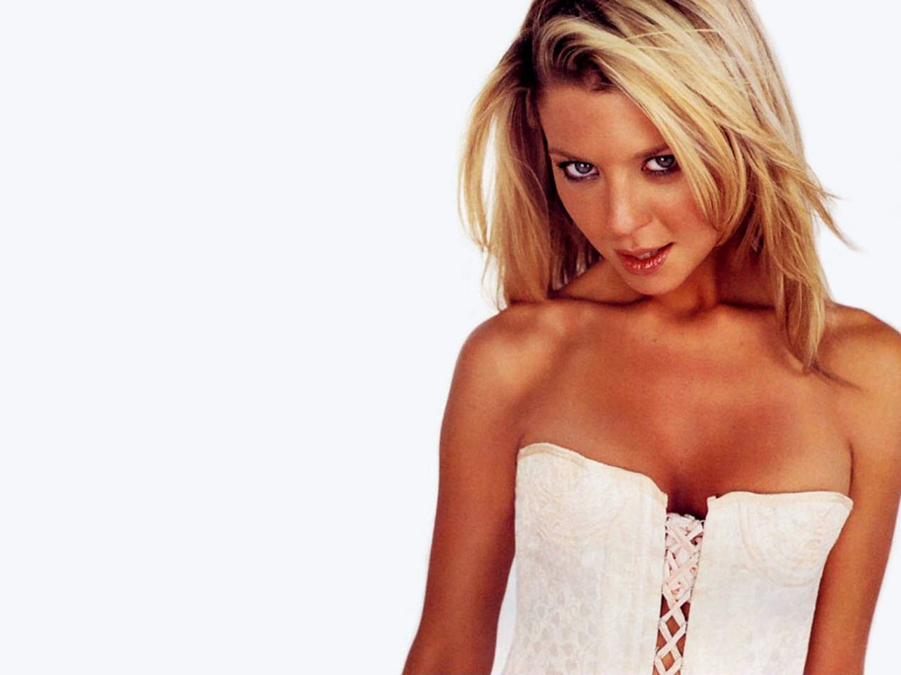 tara_reid_wallpaper_005
